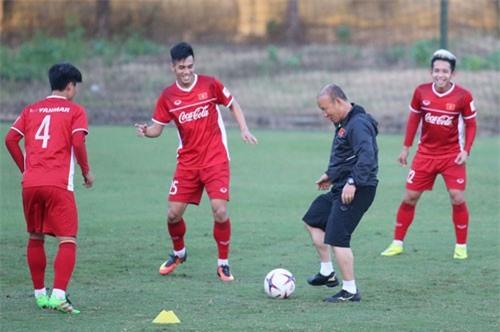 Thầy trò HLV Park Hang-seo tập luyện trước trận đấu. Ảnh: VnExpress.