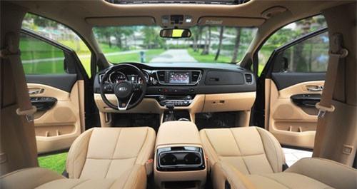 Kia Sedona mới còn được trang bị thêm hệ thống phanh tay điện tử và nhiều trang bị an toàn.