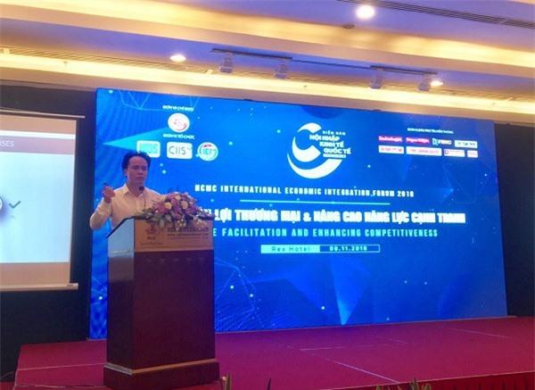 Ngô Chung Khanh, phó vụ trưởng Vụ Chính sách thương mại đa biên (Bộ Công thương), cho biết việc Việt Nam tăng cường ký kết các FTA không chỉ  đơn thuần là mở cửa, hội nhập thị trường quốc tế thông thường, mà còn hướng đến mục tiêu cải thiện thâm hụt thương mại (Ảnh: ĐL)