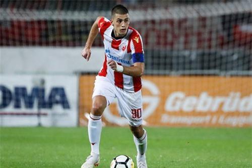 Trung vệ: Vujadin Savic (Red Star Belgrade).