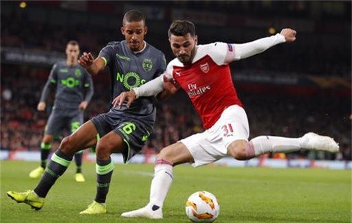 Arsenal giành vé đi tiếp dù chỉ hòa Sporting Lisbon