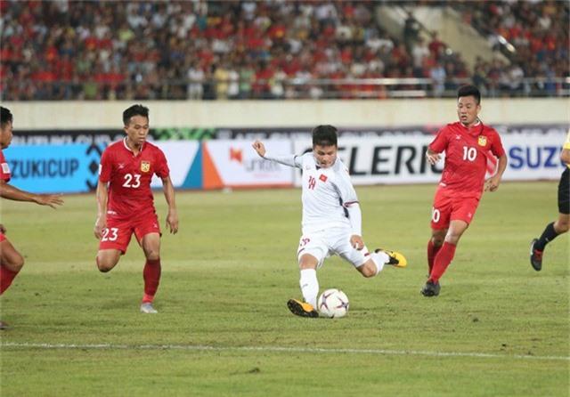 Quang Hải đã có một trận đấu xuất sắc trước Lào