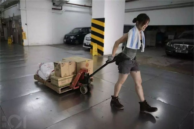 Cô gái Hongkong mình hạc xương mai 10 năm làm nghề bốc vác - Ảnh 3.