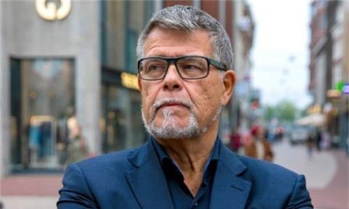 Ông Emile Ratelband, người đề nghị tòa án công nhận trẻ hơn 20 tuổi. Ảnh: RTL.