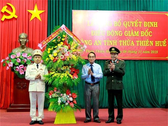 Đại tá Nguyễn Quốc Đoàn (trái) giữ chức vụ Giám đốc Công an tỉnh Thừa Thiên Huế thay cho Đại tá Lê Quốc Hùng (phải) (ảnh: P.A)