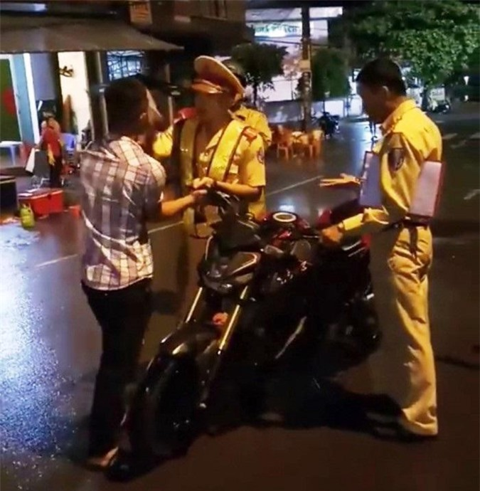 Cảnh sát giao thông bị ngã ở Quy Nhơn: Sự trung thực chờ ở phút cuối?