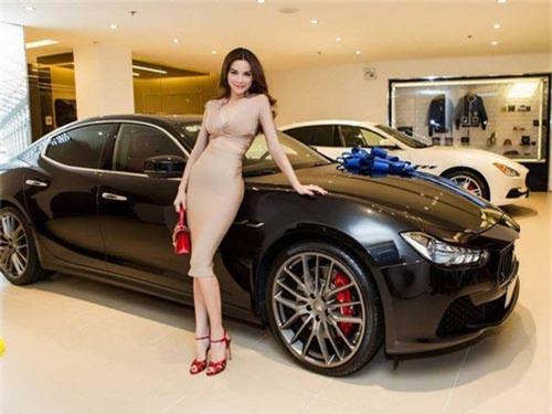 XE HOT QUA ẢNH (12/11): Bộ sưu tập siêu xe của sao Việt, bảng giá xe Toyota