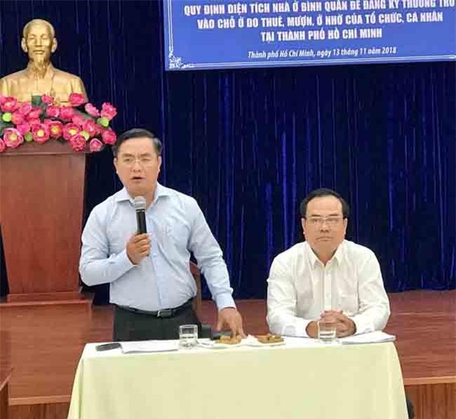 Giám đốc Sở Xây dựng TP.HCM Trần Trọng Tuấn trao đổi, trình bày các vấn đề liên quan dự thảo (ảnh LQ)