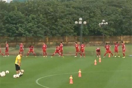 Clip: 'Cơn sốt vé' ảnh hưởng đến các cầu thủ Việt Nam
