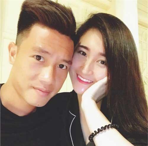Bạn gái xinh đẹp chấm 9 điểm về bản lĩnh 'đá sân nhỏ' của tiền vệ ĐT Việt Nam