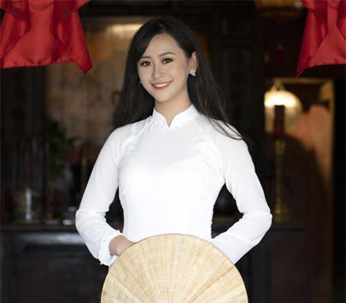 Ngắm cặp đôi nữ sinh xinh đẹp đăng quang Imiss Thăng Long 2018