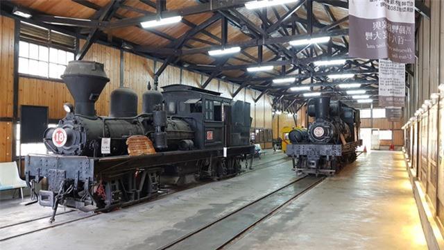 Đẹp ngỡ ngành tuyến đường sắt 106 năm tuổi Alishan