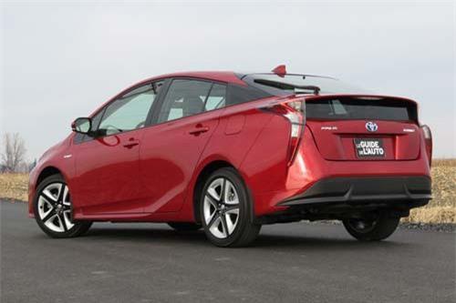 6. Toyota Prius (doanh số: 10.014 chiếc).