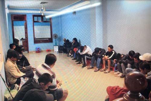 Lâm Đồng: Triệt phá ổ bạc, thu giữ nhiều tiền mặt và hung khí nguy hiểm