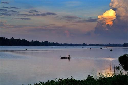 Búng cung cấp nước ngọt sinh hoạt cho cả vùng phụ cận. Ảnh: Diem Dang Dung.
