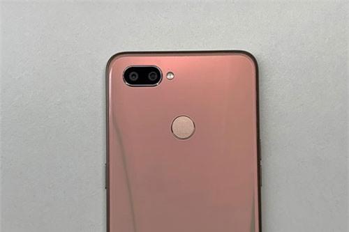 Smartphone chip Helio P70 đầu tiên trên thế giới, giá siêu rẻ - 248362