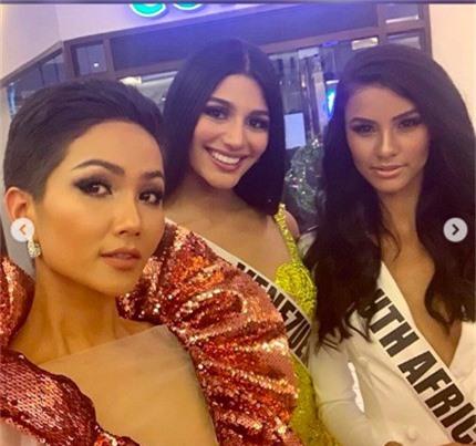 Diện váy phá cách trong dạ tiệc Miss Universe 2018, HHen Niê nhận được mưa lời khen vì đôi chân cực phẩm - Ảnh 4.