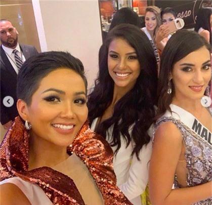 Diện váy phá cách trong dạ tiệc Miss Universe 2018, HHen Niê nhận được mưa lời khen vì đôi chân cực phẩm - Ảnh 5.