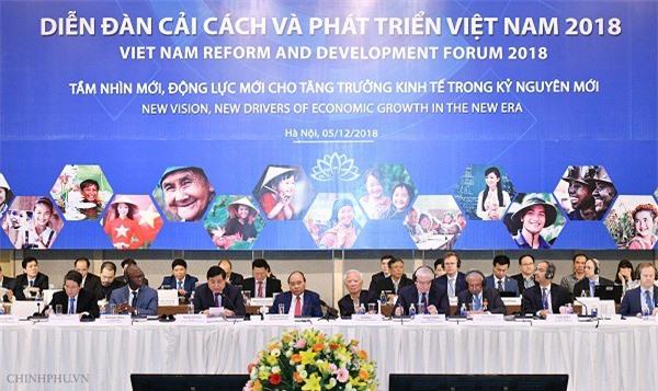 Thủ tướng Nguyễn Xuân Phúc cùng các đại biểu tham dự VRDF. (Ảnh: VGP)