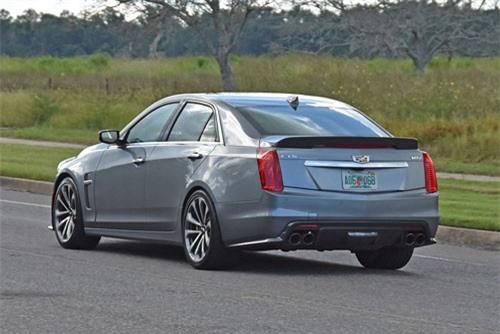 =4. Cadillac CTS-V 2019 (giá khởi điểm: 87.990 USD, thời gian tăng tốc từ 0-96 km/h: 3,7 giây).