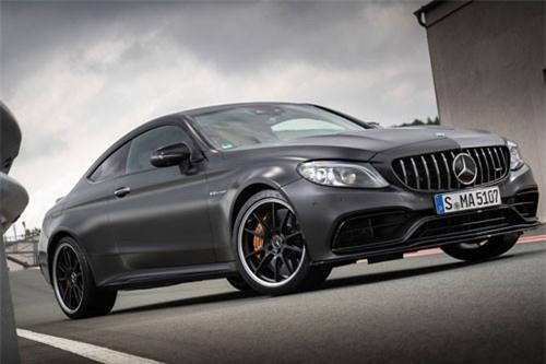 =6. Mercedes-AMG C63 S 2019 (giá khởi điểm: 76.450 USD, thời gian tăng tốc từ 0-96 km/h: 3,9 giây).