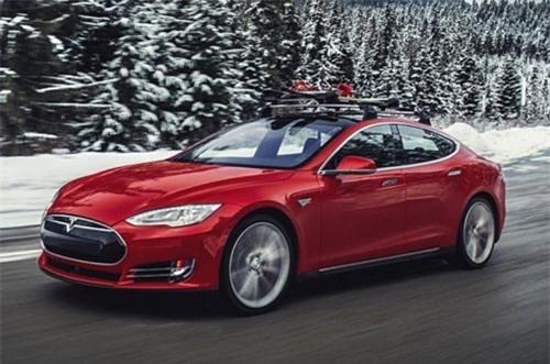 8. Tesla Model S 100D 2019 (giá khởi điểm: 96.000 USD, thời gian tăng tốc từ 0-96 km/h: 4,1 giây).