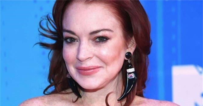'Cô nàng lắm chiêu' Lindsay Lohan tái xuất gợi tình - ảnh 8