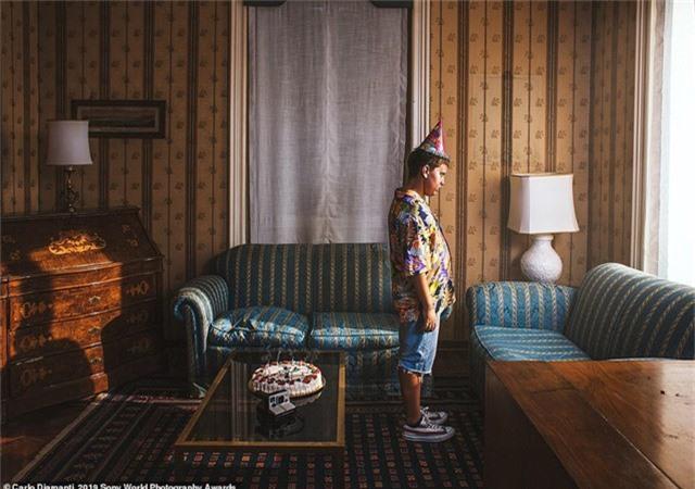 Carlo Diamanti đến từ Ý chụp bức ảnh này để khắc họa nỗi cô đơn cùng cực mà mỗi chúng ta đều có lúc phải đối diện.