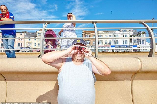Matt Davis chụp bức ảnh này trên bờ biển Blackpool, Anh.
