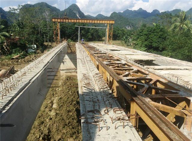 Cây cầu bắc qua sông Mã, được UBND tỉnh Thanh Hóa phê duyệt đầu tư từ năm 2010.