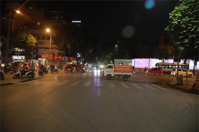 Sợ bãoAFF Cup 2018, Hà Nội cấm ô tô, xe máy đi vào khu vực Hồ Gươm - Ảnh 4.
