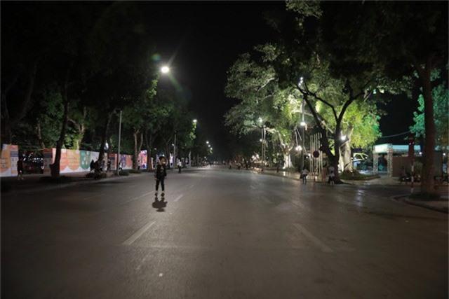 Sợ bãoAFF Cup 2018, Hà Nội cấm ô tô, xe máy đi vào khu vực Hồ Gươm - Ảnh 5.