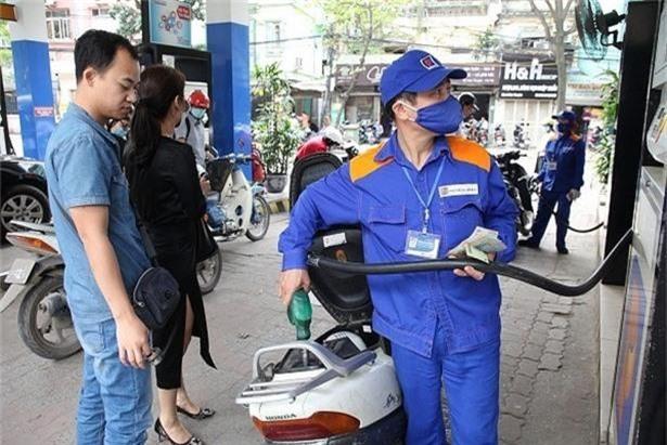 Giá xăng tiếp tục được giảm mạnh.