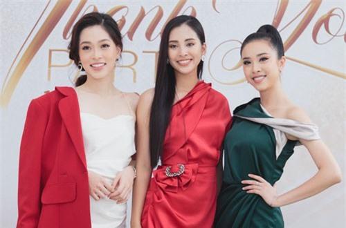 Tiểu Vy hội ngộ dàn mỹ nhân Hoa hậu Việt Nam 2018 sau 3 tháng đăng quang