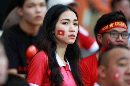 """Hòa Minzy khó chịu khi bị gắn với tên Công Phượng sau trận """"hòa"""" Malaysia?"""