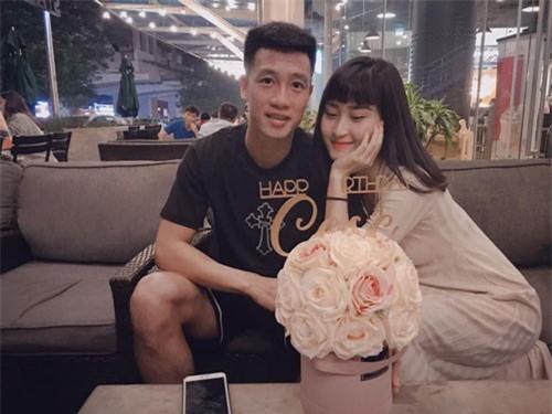 Bạn gái Huy Hùng ĐT Việt Nam tiết lộ chiêu cầu may của cầu thủ này