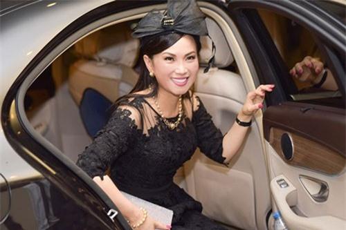 """Cô gái miền Tây cưới tỷ phú gốc Việt: Cuộc sống """"siêu sang"""" ở lâu đài, chuyên cơ riêng"""
