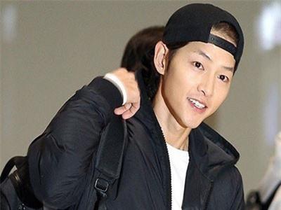 Song Joong Ki giảm cân gầy hốc hác, để mặt mộc vẫn được khen điển trai