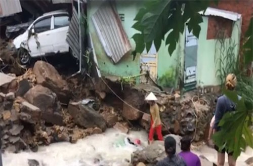 13 người thiệt mạng, hơn 33.500 nhà bị ngập do mưa lũ ở Trung Bộ