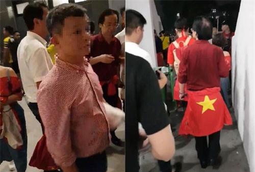Ông Nguyễn Lân Trung quấn Quốc kỳ ngang hông?