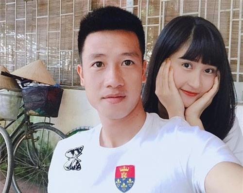 """Người yêu tiền vệ """"nã pháo"""" vào lưới Malaysia thổ lộ trước giờ G"""