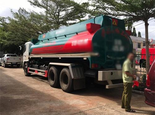 Đắk Lắk: Tạm giữ chiếc xe bồn chở theo 20.000 lít xăng nghi là hàng lậu