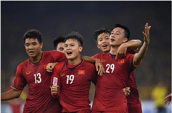 Eurowindow tiếp tục dành tặng cầu thủ đầu tiên ghi bàn thắng vào lưới Malaysia trong trận tranh tài diễn ra vào 7h30 tối mai (15/12) phần thưởng tiền mặt trị giá 1 tỷ đồng. (Nguồn: Internet)
