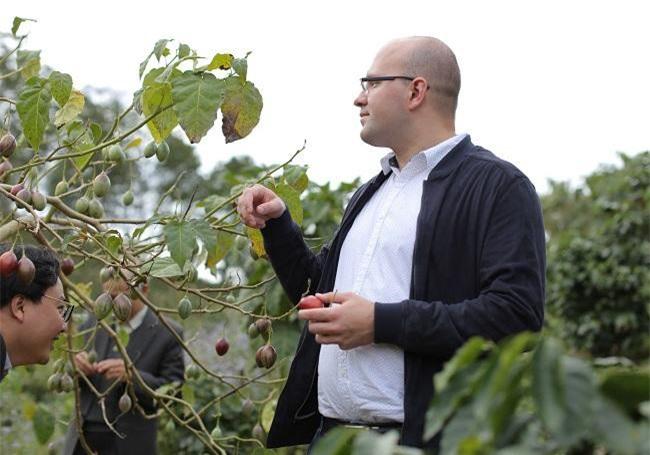 Ông chủ doanh nghiệp đến từ Nga rất bất ngờ khi bắt gặp cây Magic-S tại Lâm Đồng