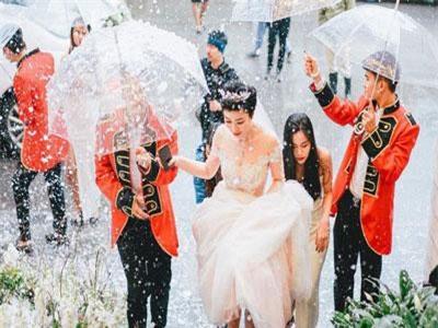 Đám cưới nhà đại gia Hải Phòng: Đón dâu bằng siêu xe, mời Tuấn Hưng đến hát