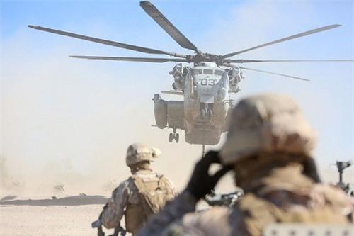 "Xem ""siêu mã"" CH-53E Super Stallion triển khai sức mạnh"