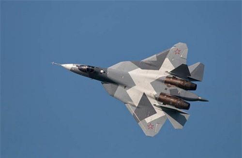 """Xem biên đội Su-57 của Nga """"bay lượn"""" theo đội hình"""