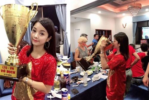 """Hot girl làng hài khoe ảnh hôn """"Cúp vàng AFF 2018"""": Sự thật ngã ngửa"""