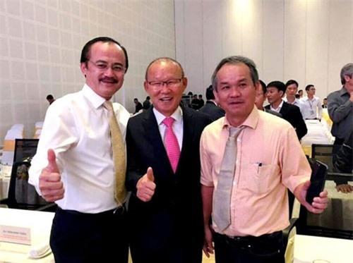 HLV Park Hang-seo tặng 100 ngàn USD phát triển bóng đá Việt Nam và từ thiện