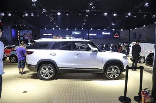 """Cận cảnh xe """"nhái"""" Range Rover, giá 658 triệu"""